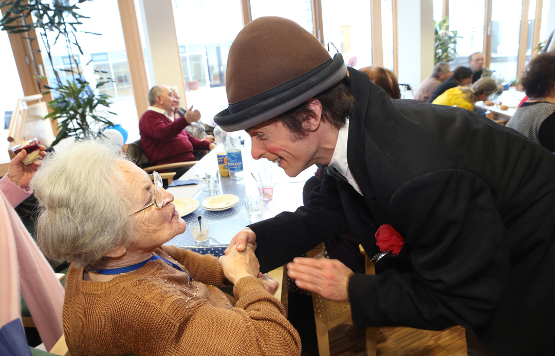 A clown entertaining the elderly