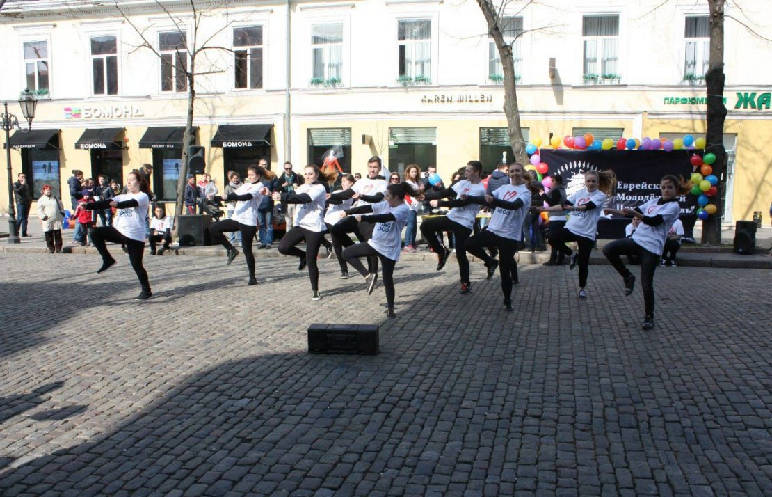 Dancers put on a flash mob