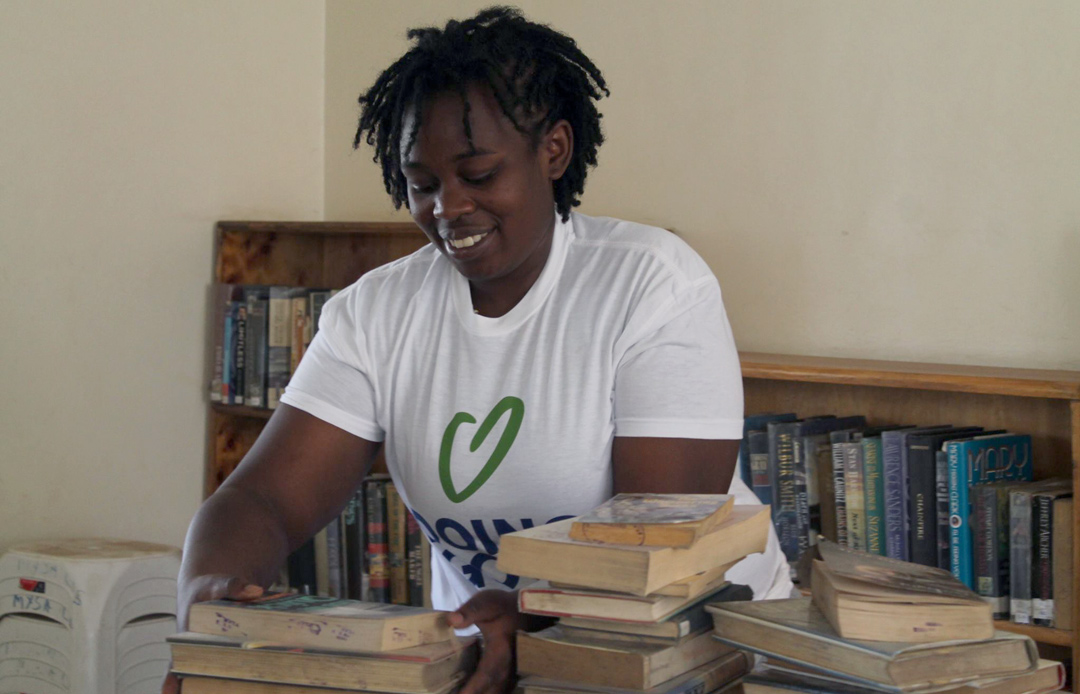 A volunteer helps cleaning a library