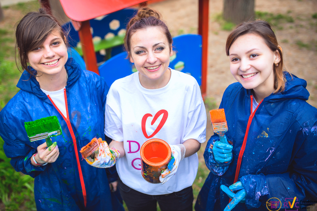 A group of volunteers from Moldova paints a playground.