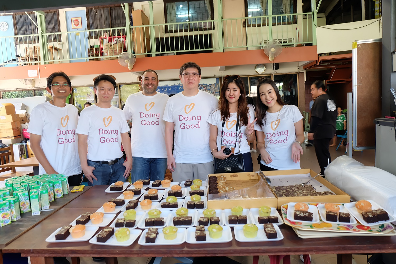 Good Doers from Gilat Thailand prepare food for their community in need.