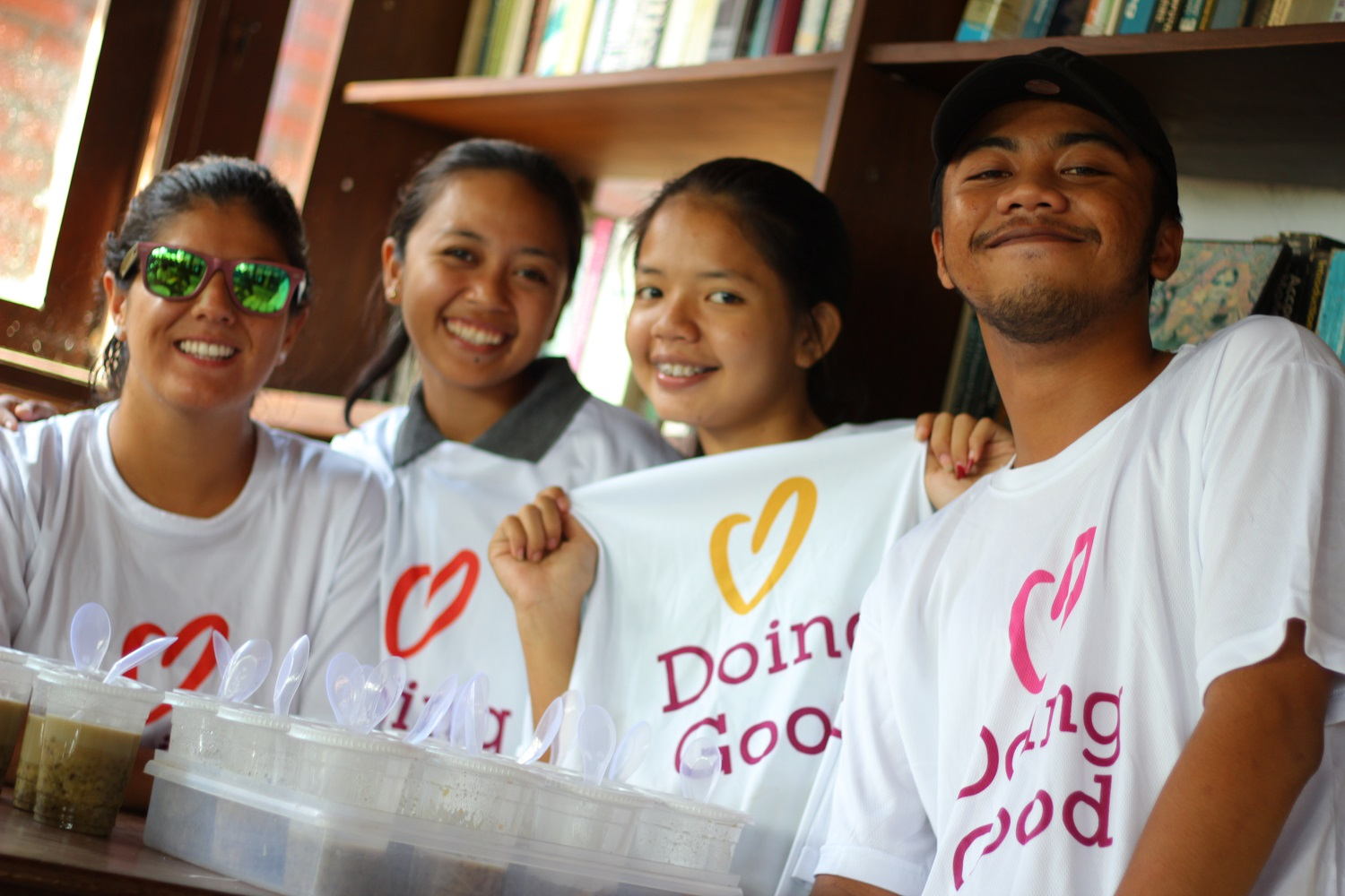 Yayasan Slukat Learning Center volunteers handing out food for Good Deeds Day.
