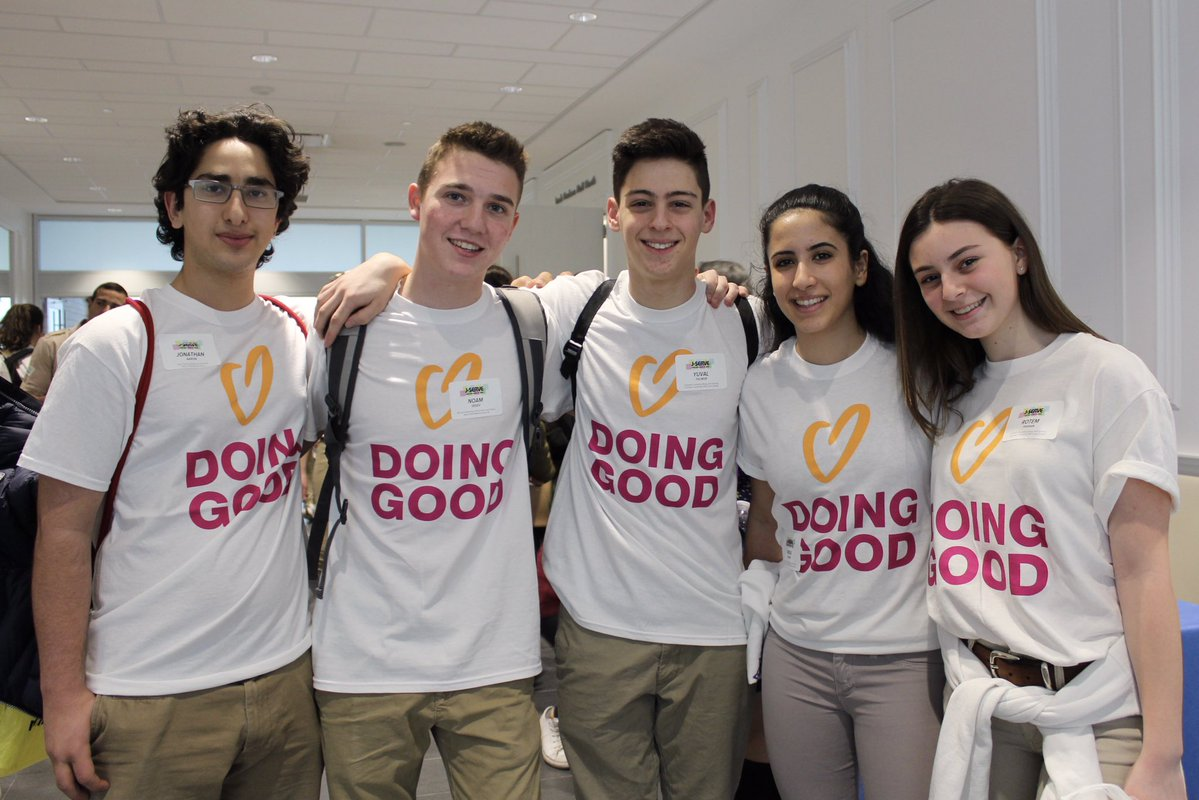Teens from Ontario doing good on Good Deeds Day 2017.
