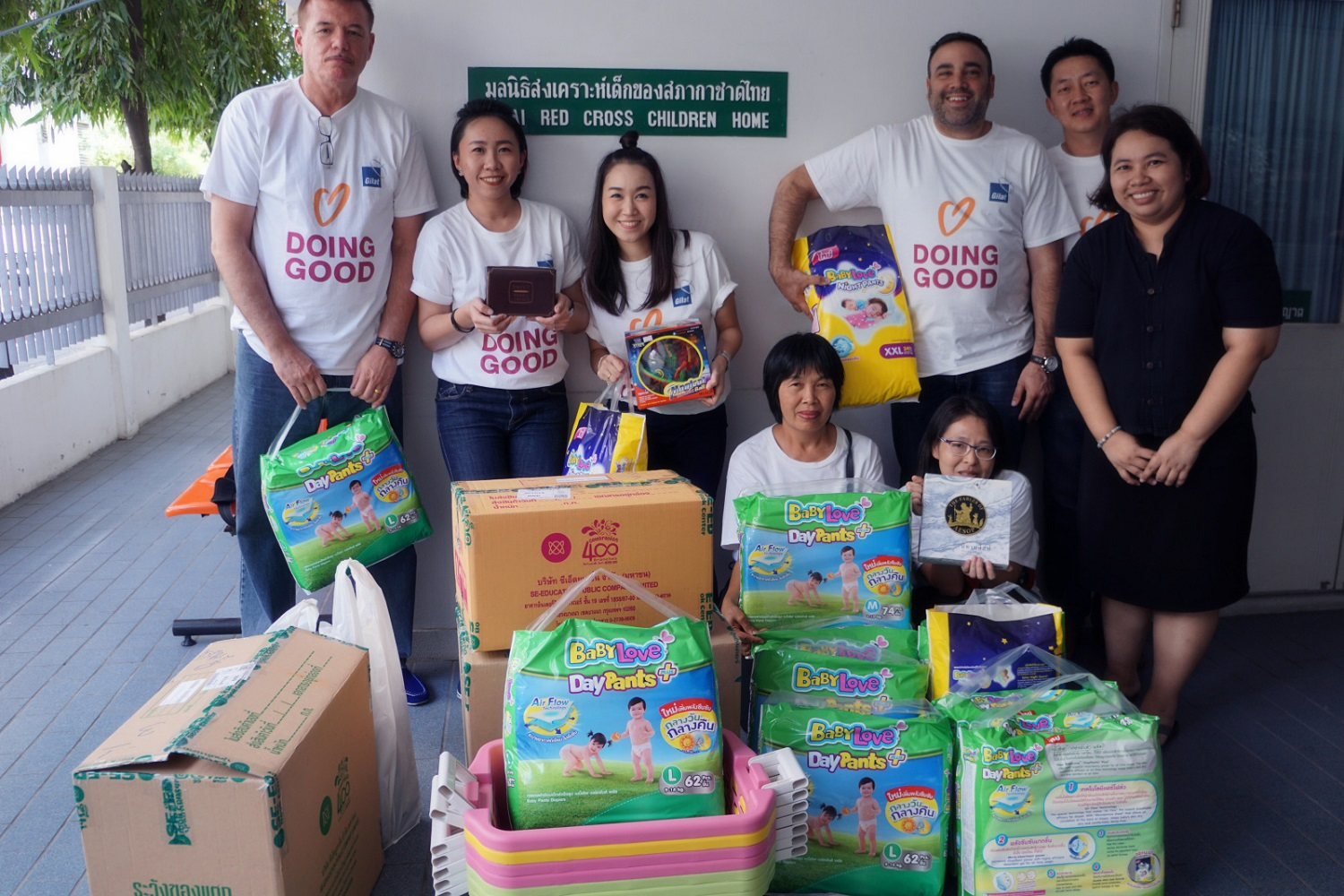 (Photo: Volunteers from Gilat Thailand doing good on Good Deeds Day 2017)