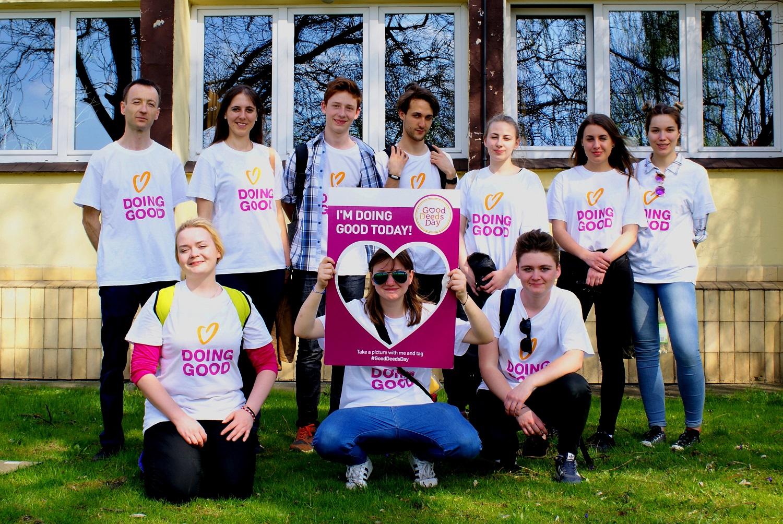 (Photo: Volunteers from Krakow on Good Deeds Day 2017)